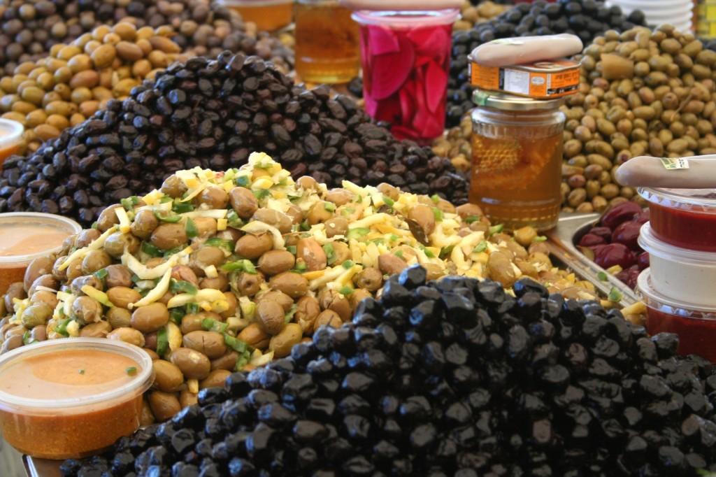 חמוצים, סרדינים ממרוקו, ביצי דגים וסלטים