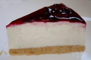 עוגת גבינה קרה עם אוכמניות - צילום: שפרה נחום