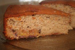 עוגה בחושה עם תאנים טריות - צילום: שפרה נחום