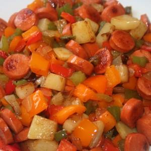 ירקות מוקפצים עם נקניקיות