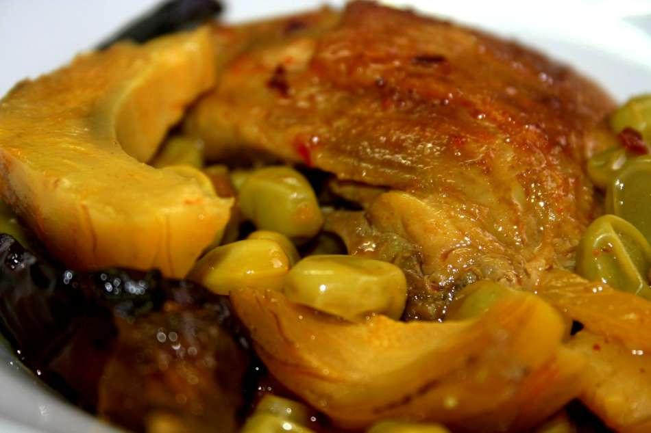תבשיל עוף עם פול ותחתיות ארטישוק