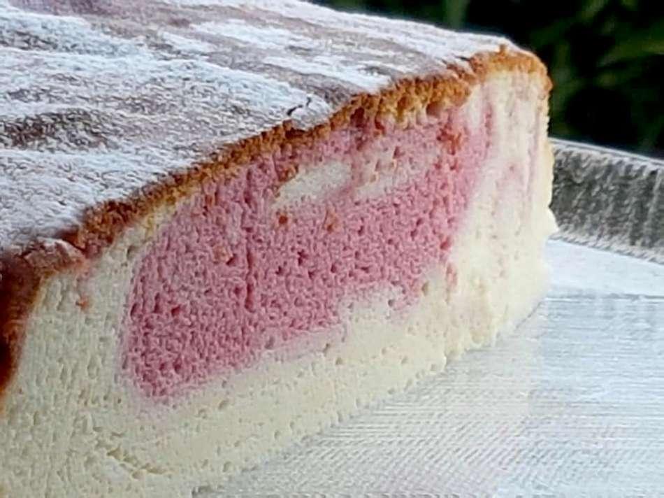 עוגת גבינה אפויה עם פטל ושוקולד לבן