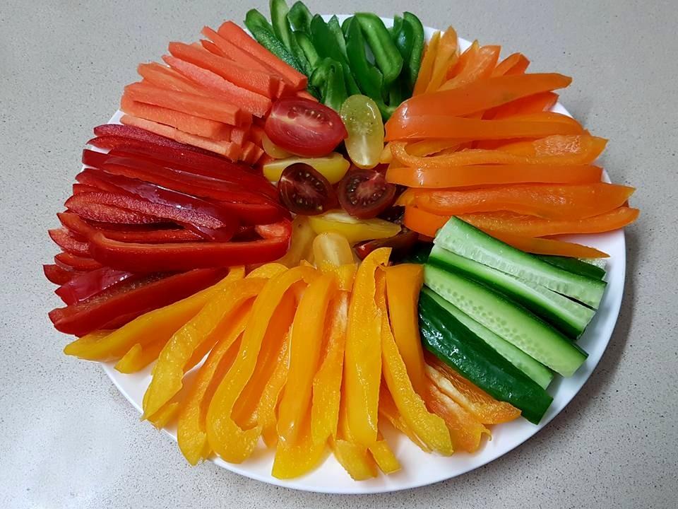 ירקות חתוכים לרצועות הצעת הגשה