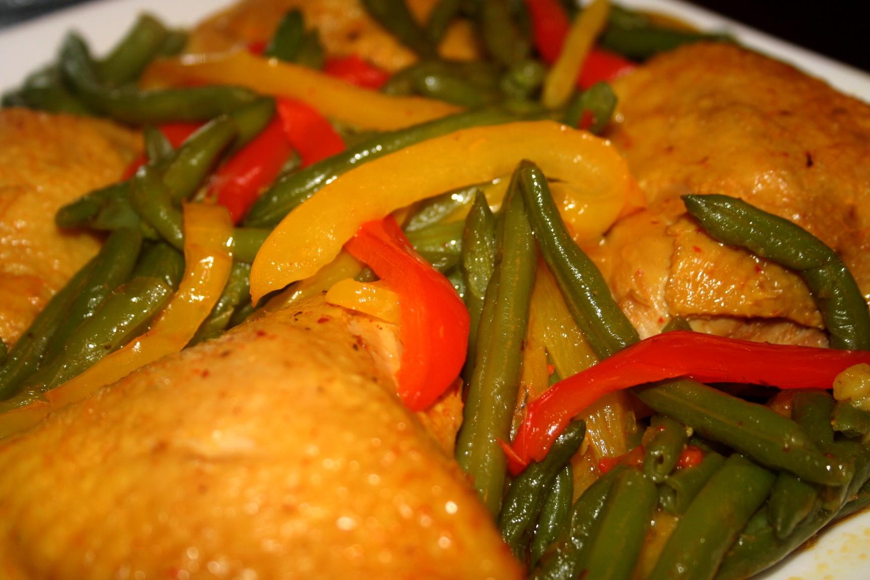 תבשיל עוף, שעועית ירוקה ופלפלים