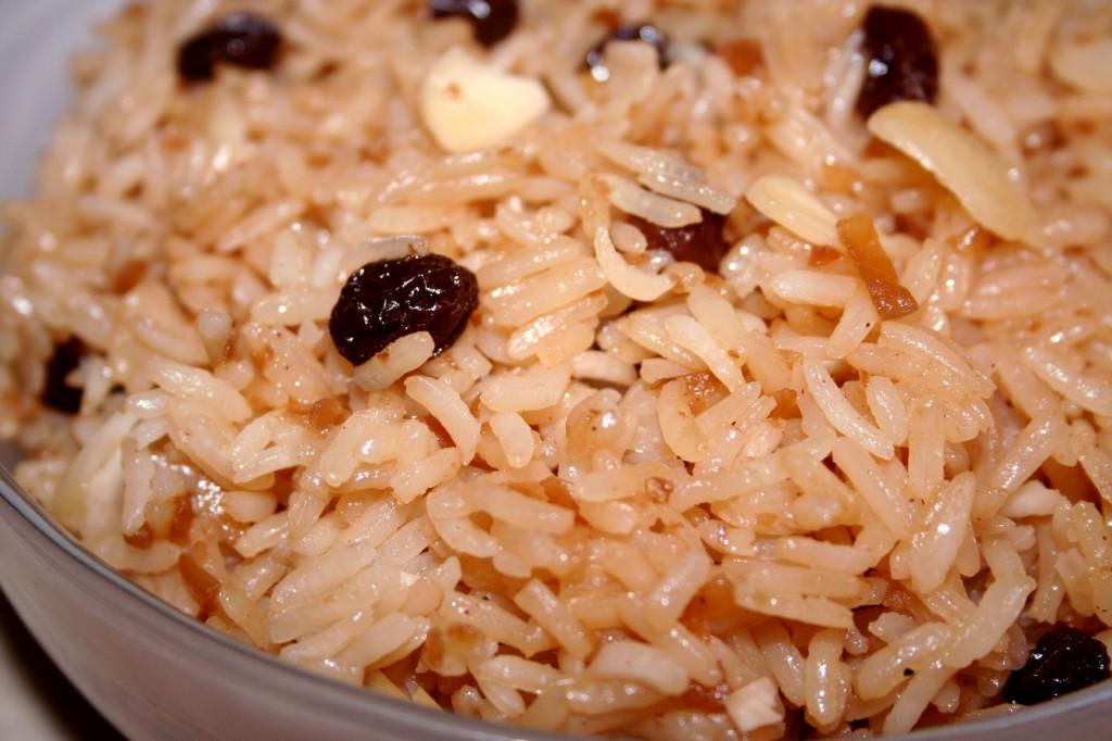 אורז עם שקדים וצימוקים