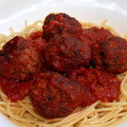מקרונים וכדורוני בשר ברוטב עגבניות