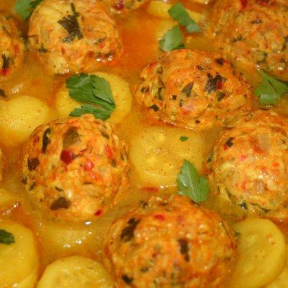 תבשיל כדורי עוף וקישואים