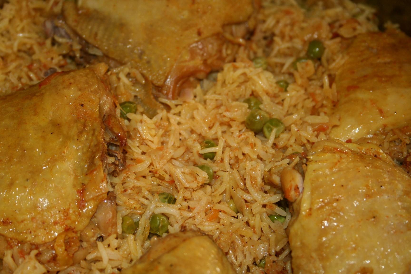 תבשיל עוף אורז ואפונה