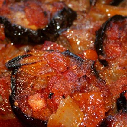 אינגריי – תבשיל בשר וחצילים ברוטב חמוץ מתוק