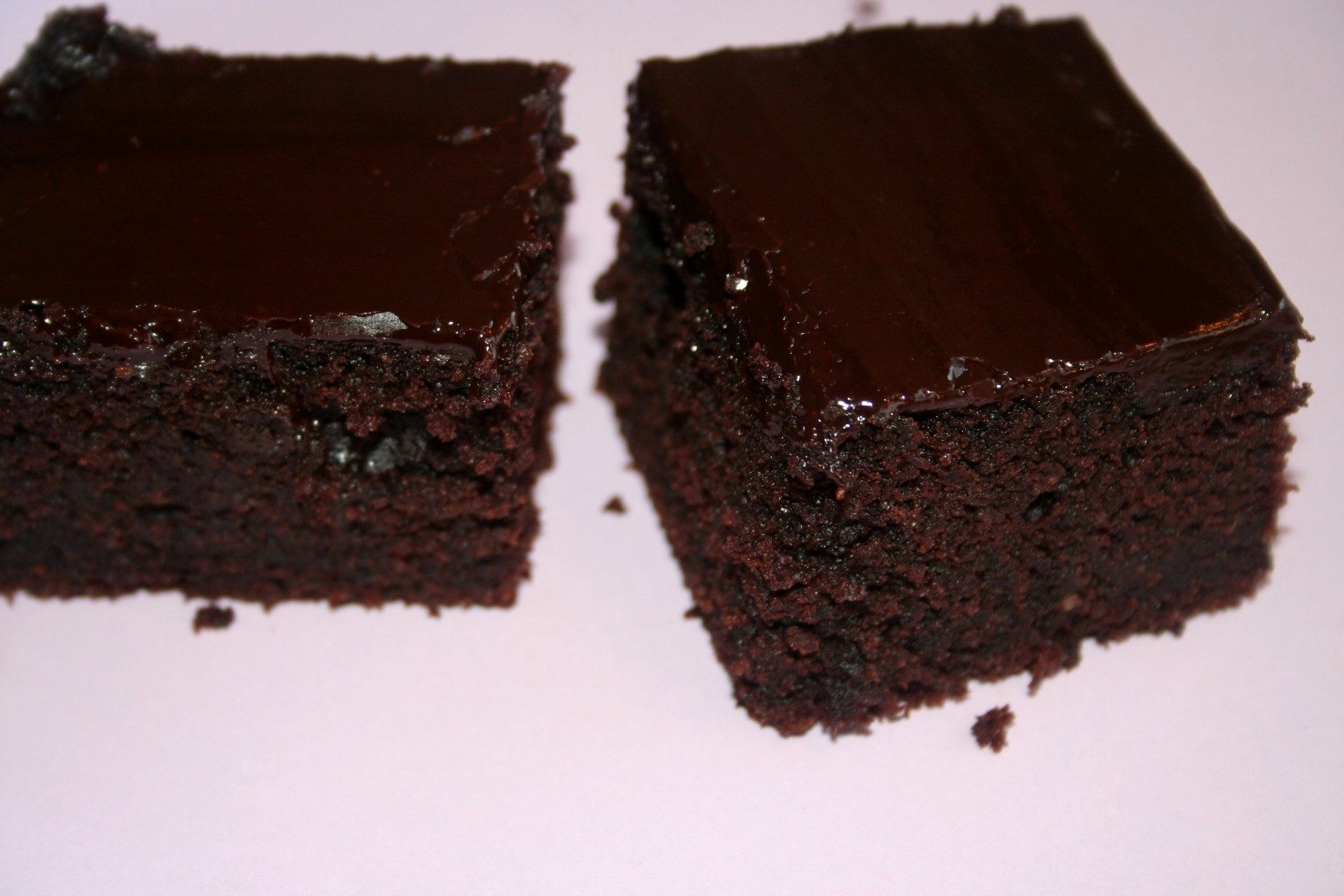 עוגת שוקולד הקסם השחור כשרה לפסח פרווה