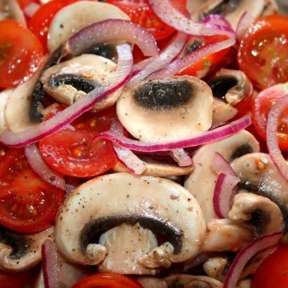 סלט פטריות ועגבניות
