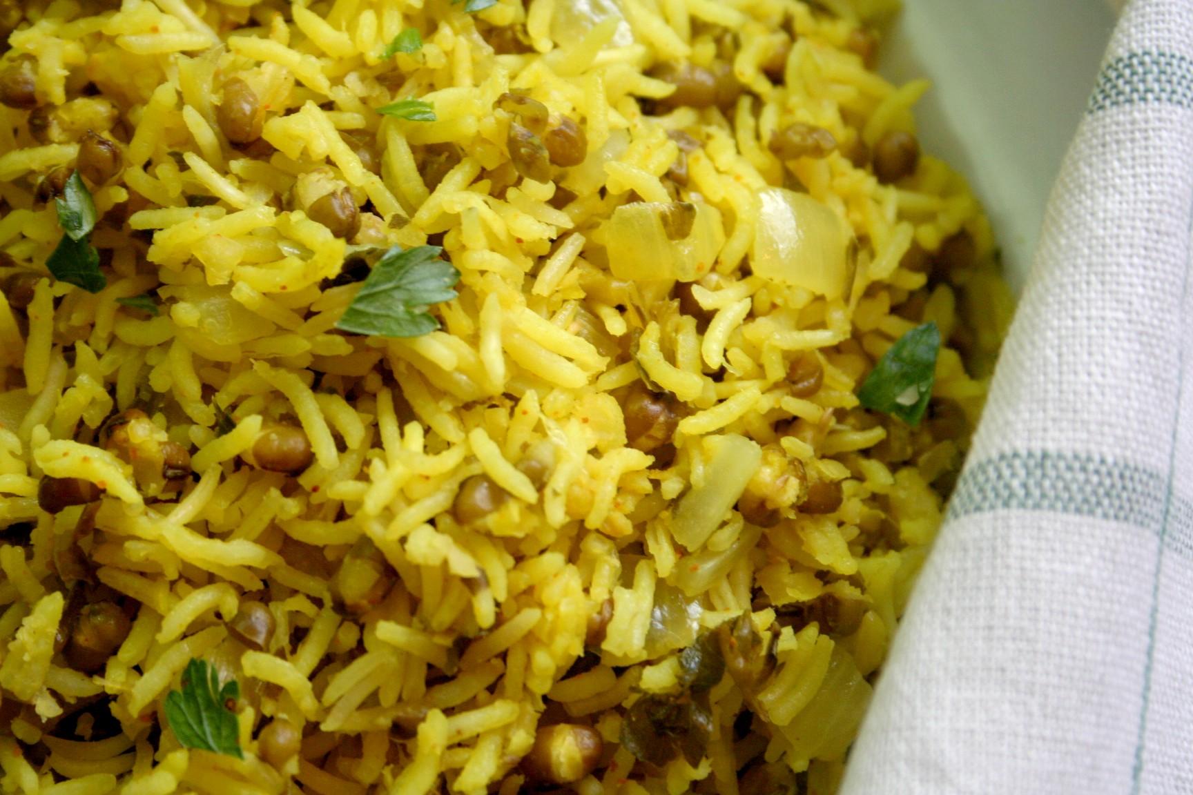 אורז עם מאש בעשבי תיבול