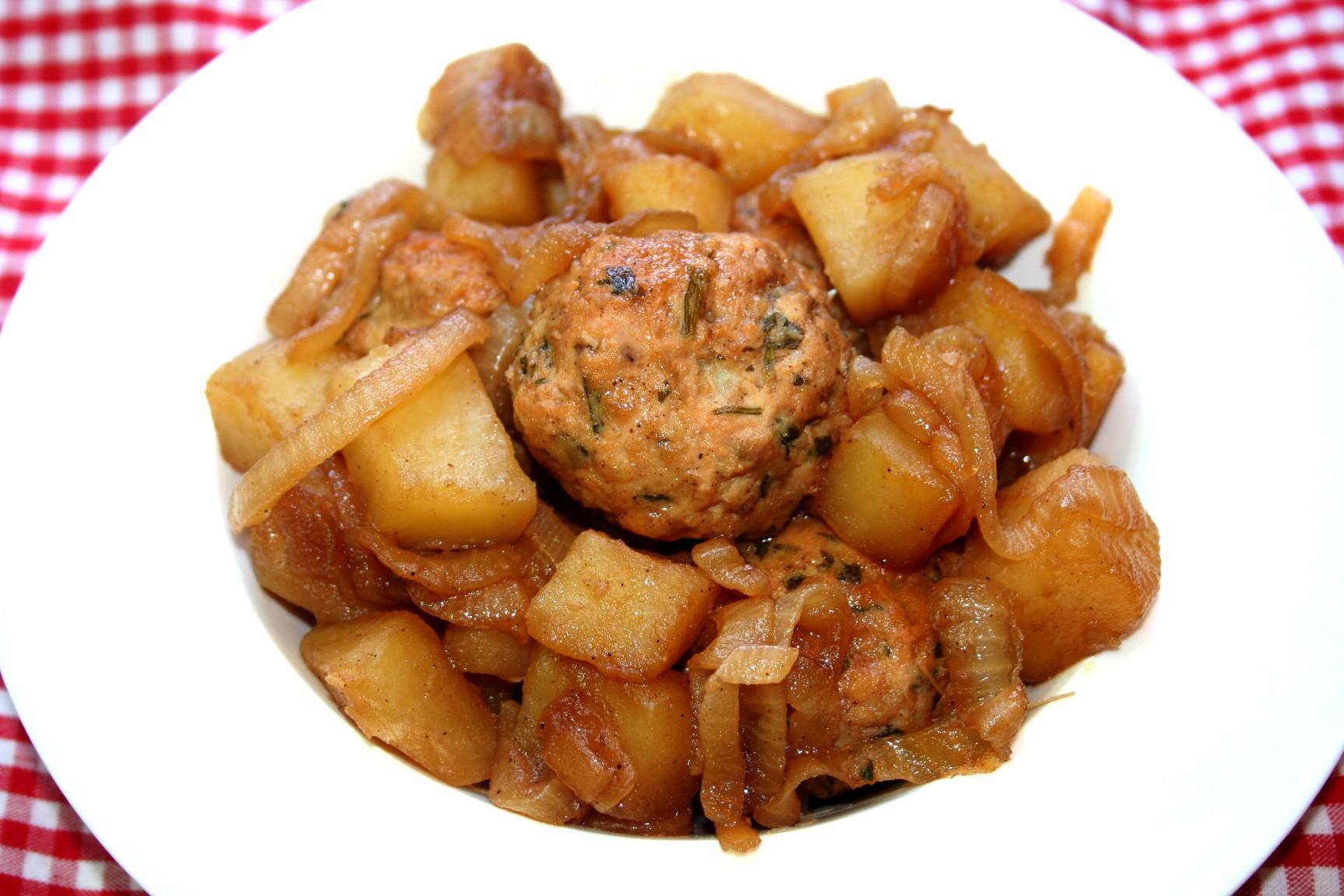 כדורי עוף ותפוחי אדמה מקורמלים