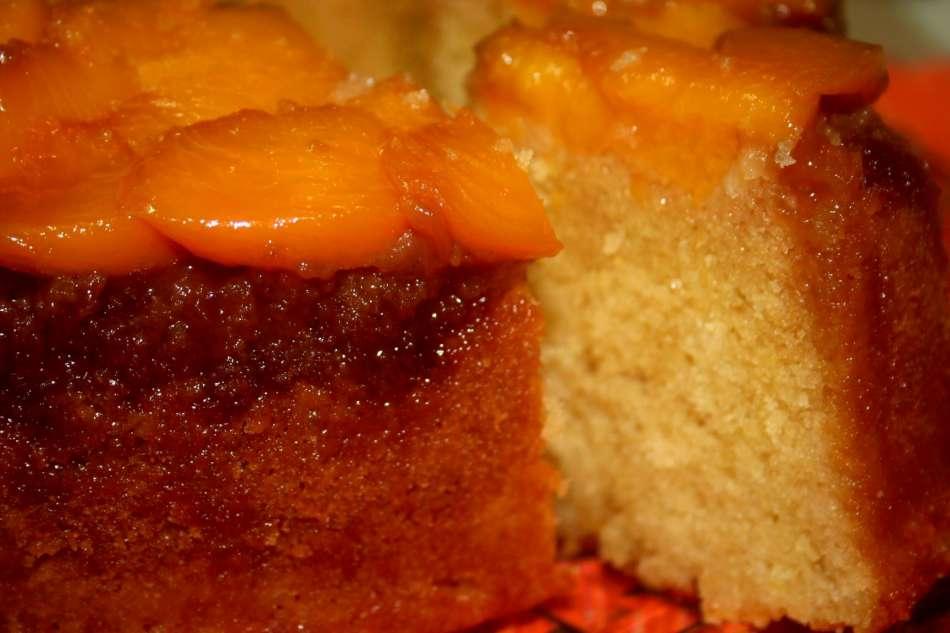 עוגת אפרסקים בחושה