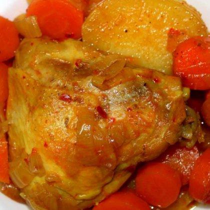 צלי עוף עם תפוחי אדמה וגזר
