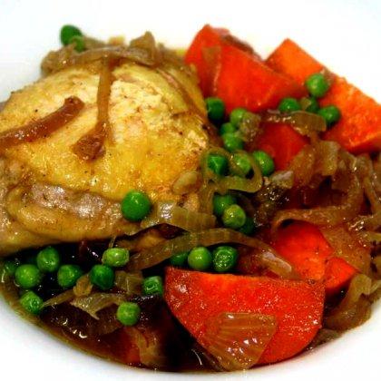 תבשיל עוף עם אפונה ובטטה