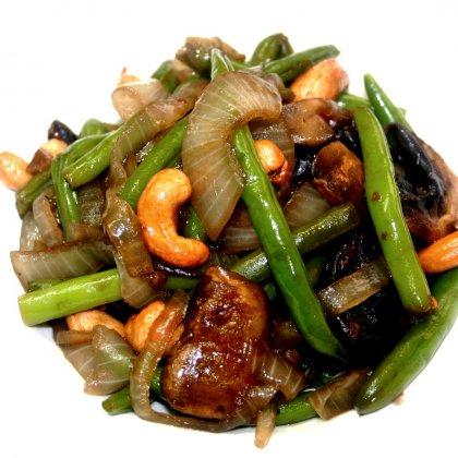 תבשיל שעועית ירוקה עם פטריות וקשיו