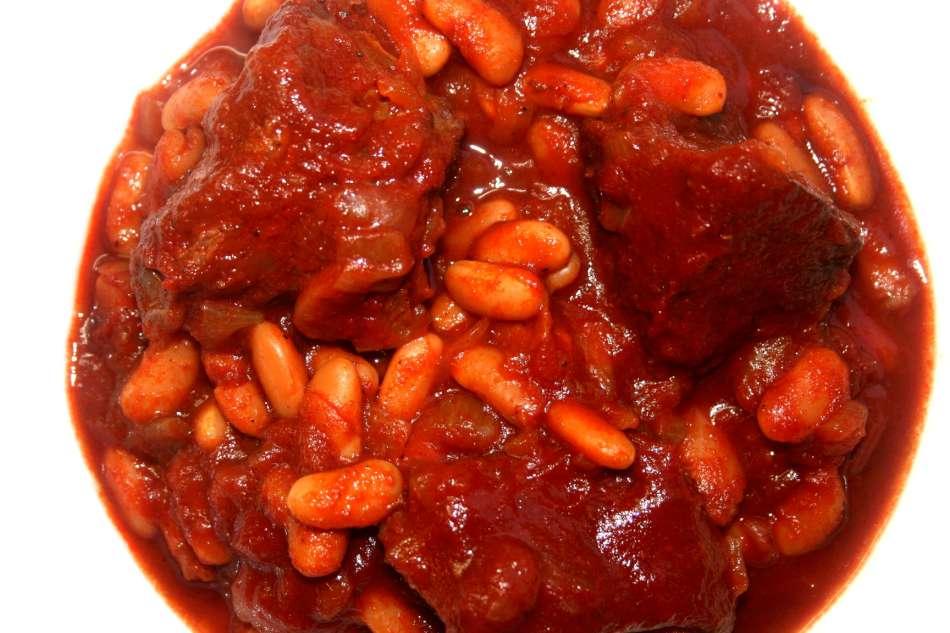 טבחה שעועית ובשר