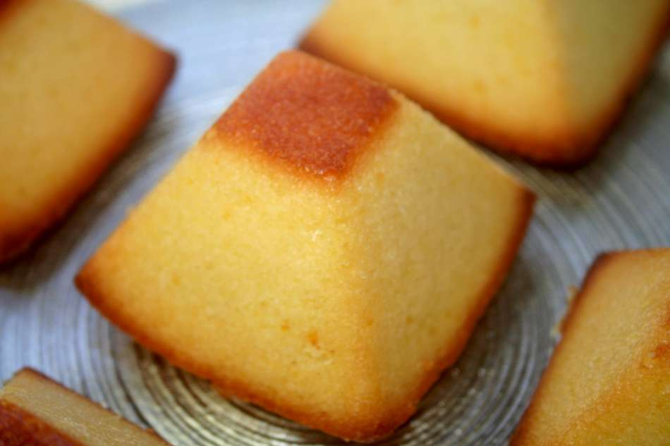 עוגת תפוז בחושה פרווה יותר טעימה ממנה אין