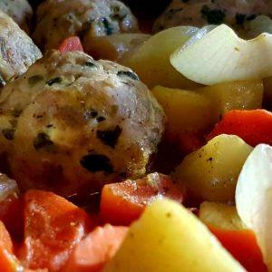 כדורי עוף עם תפוחי אדמה וגזר - צילום: שפרה נחום