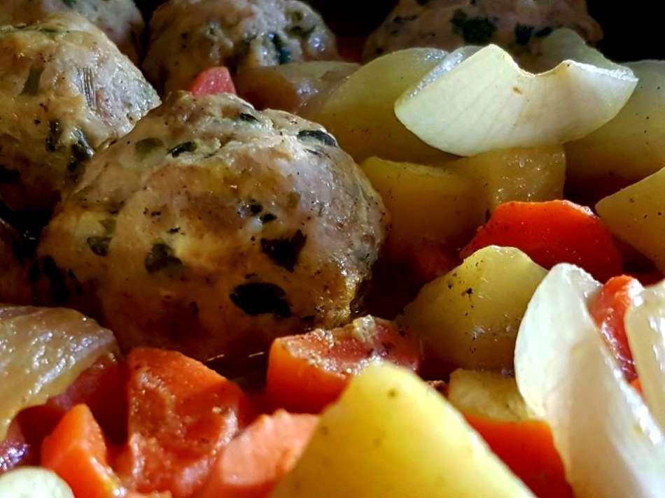 כדורי עוף עם תפוחי אדמה וגזר