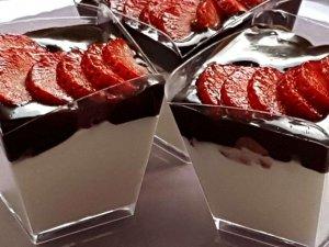קינוחים בכוסות - קרם וניל שוקולד ותות פרווה