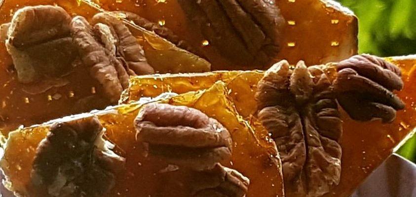 מצות מקורמלות עם אגוזי פקאן - קבלו מתכון מרענן לקינוח מתוק במיוחד.