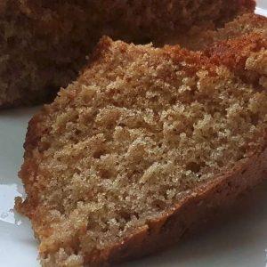 עוגת דבש רכה ונימוחה עם אגוזי מלך