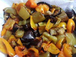 אנטיפסטי בלקני - ירקות קלויים בתנור בניחוח וטעם מטריפים.