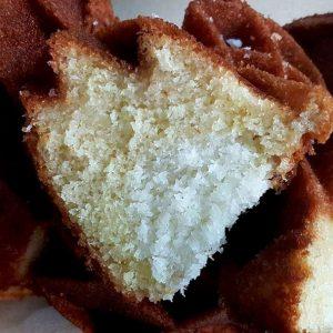 עוגת לימון בחושה במילוי קוקוס