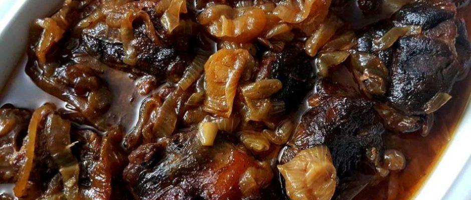 בשר אוסובוקו עם בצלים מקורמלים