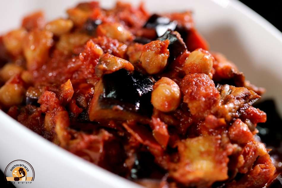 מנזלה – תבשיל חצילים וחומוס ברוטב עגבניות מהמטבח הדרוזי