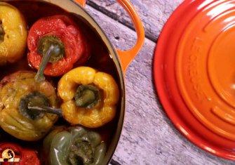 פלפלים ממולאים בשר ובורגול בבישול איטי