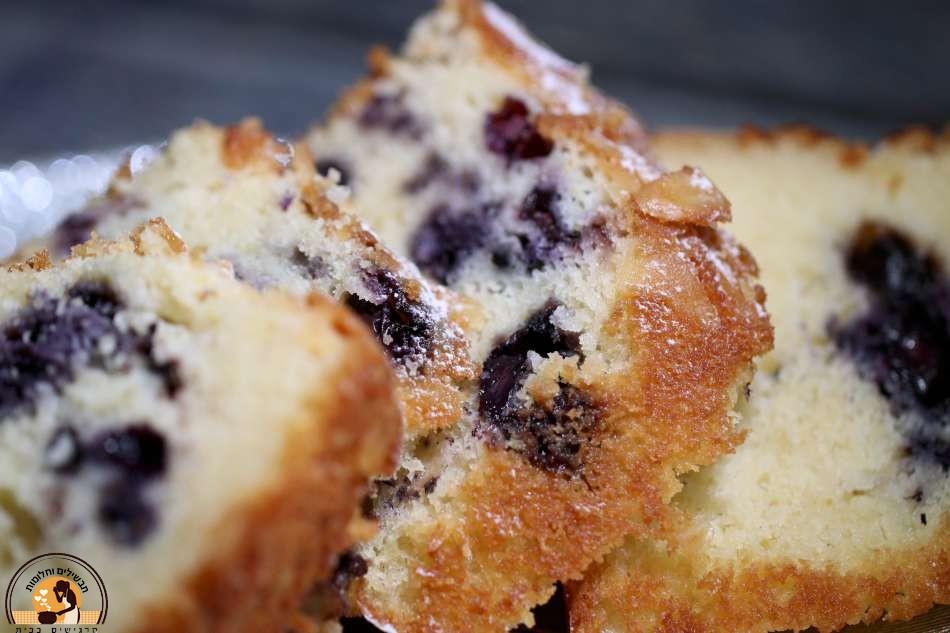 עוגת אוכמניות כחולות ושקדים בחושה