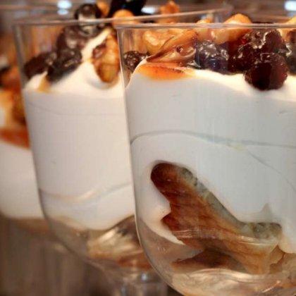 קינוחים בכוסות פרווה כשרים לפסח – קרם וניל ומרוזיה