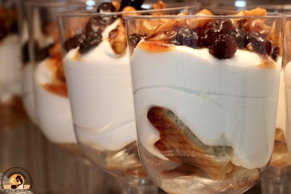 קינוחים בכוסות פרווה כשרים לפסח - קרם וניל ומרוזיה