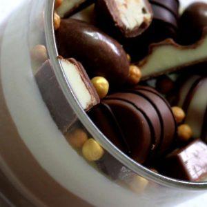 מוס שוקולד וחטיפי קינדר
