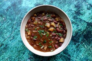 מרק שעועית אדומה ותפוחי אדמה