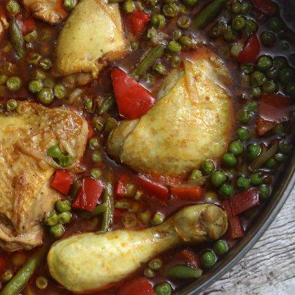 תבשיל עוף שעועית ירוקה אפונה ופלפל אדום