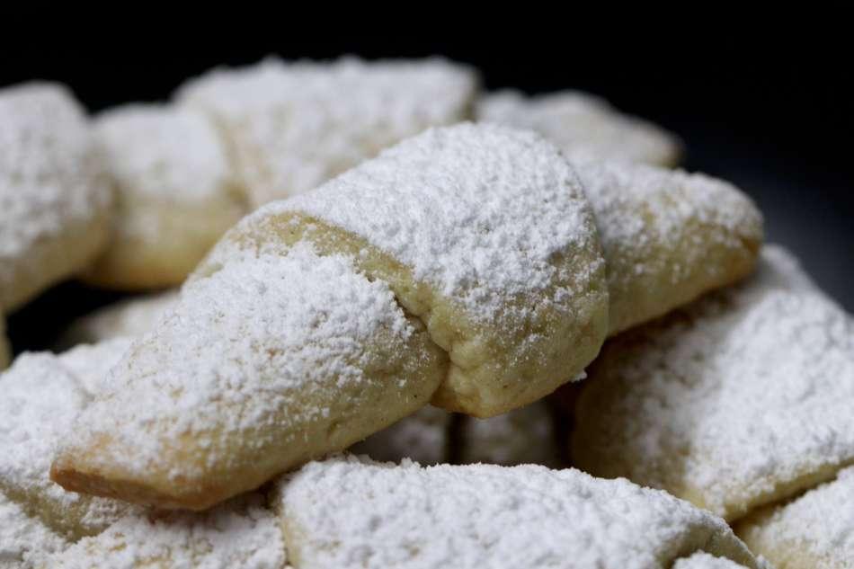 עוגיות פריכות במילוי אגוזים