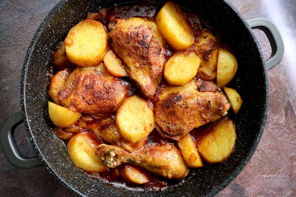 עוף סוף עם תפוחי אדמה בבישול וצליה
