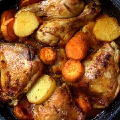 תבשיל עוף תפוחי אדמה ובטטה בבישול וצלייה