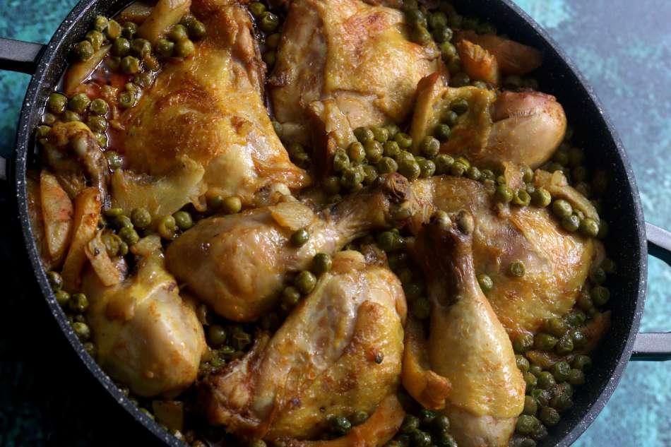 תבשיל עוף ארטישוק ואפונה בבישול וצלייה