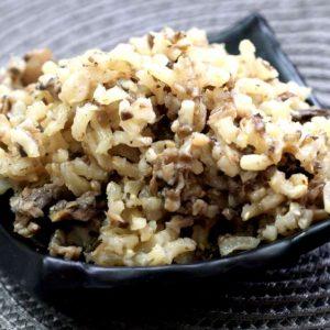 אורז מלא עשיר בפטריות