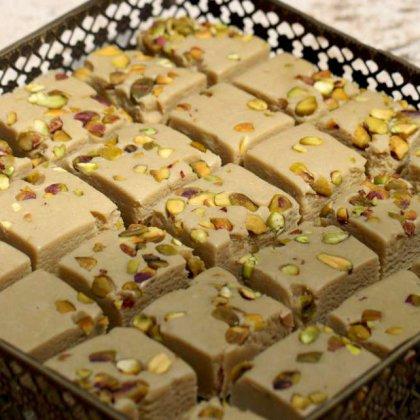 חלבה סורית עם פיסטוקים קלויים