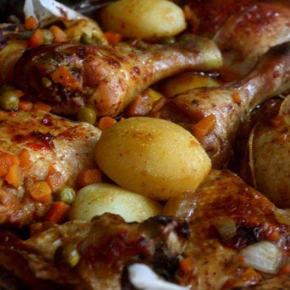 עוף תפוחי אדמה אפונה וגזר ברוטב ברבקיו