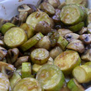 תבשיל קישואים ופטריות