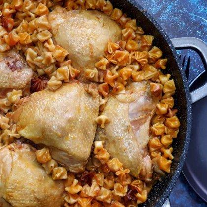 תבשיל עוף וקונכיות פתיתים