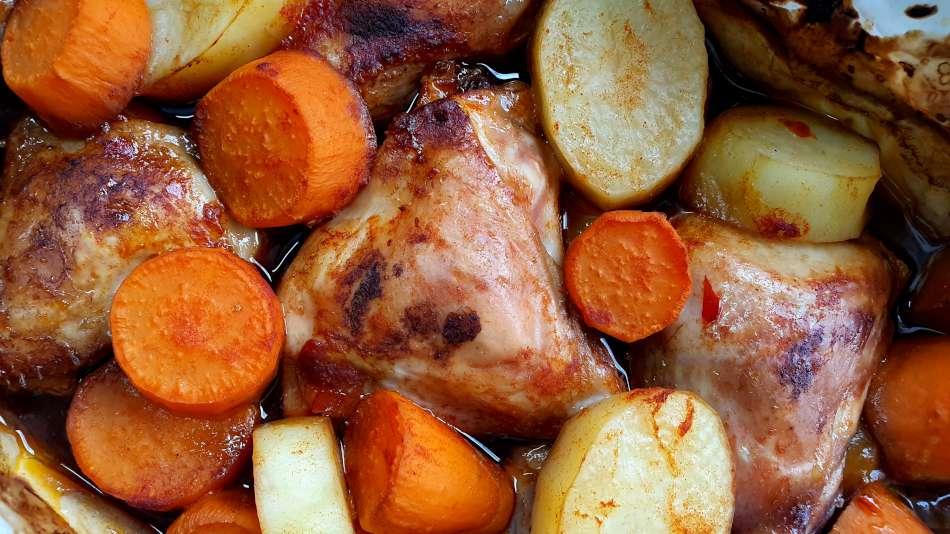 עוף תפוחי אדמה ובטטה בתנור