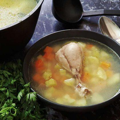 מרק עוף וירקות שורש